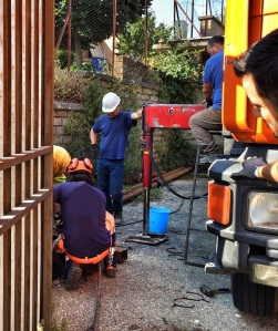 Operai e tecnici comunali al lavoro presso il campo pozzi del Biadaro